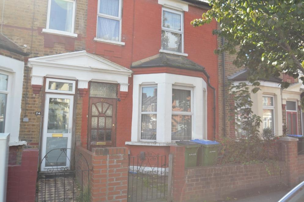 3 Bedrooms Terraced House for sale in Benares Road, Plumstead, London SE18