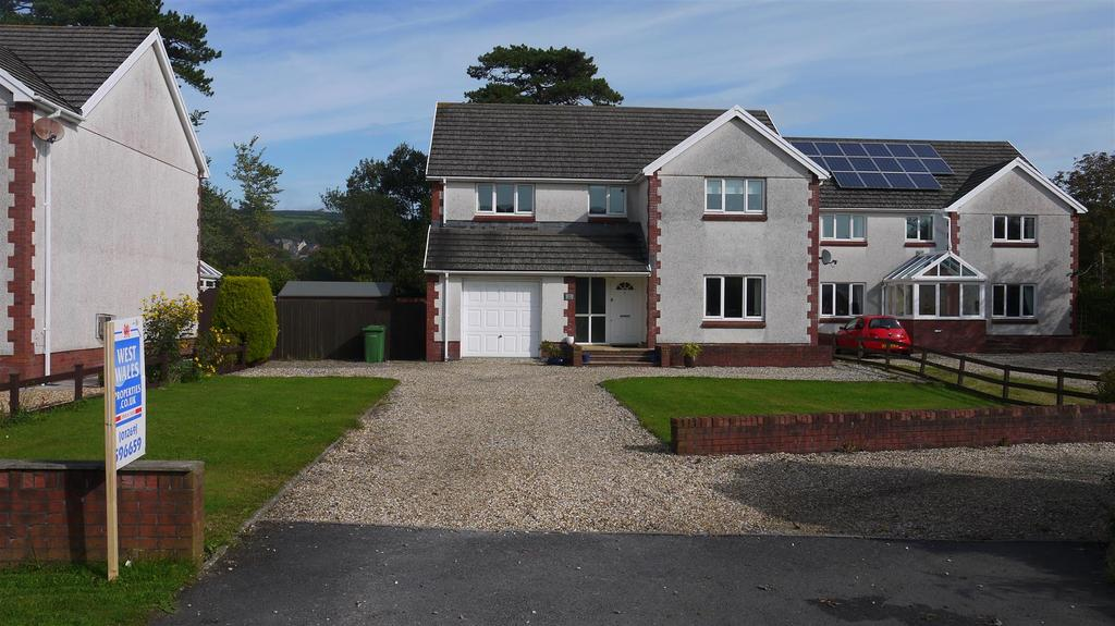 4 Bedrooms Detached House for sale in Kidwelly