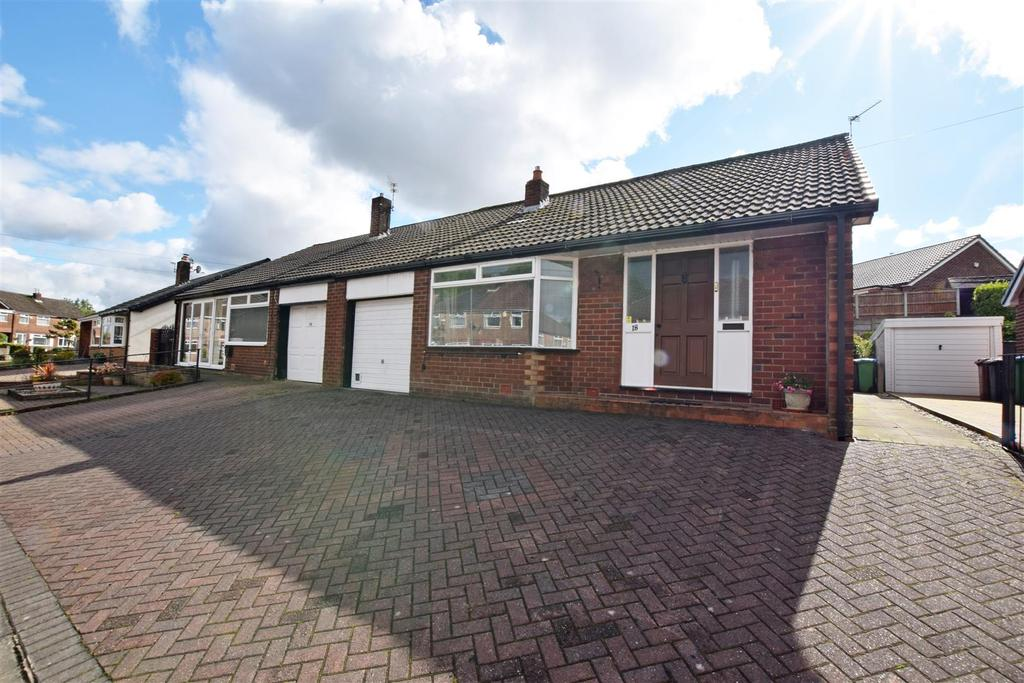 3 Bedrooms Semi Detached Bungalow for sale in Roundthorn Road, Alkrington, Middleton