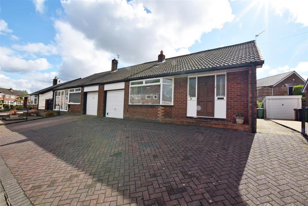 3 Bedrooms Semi Detached Bungalow for sale in Roundthorn Road, Alkrington, Middleton