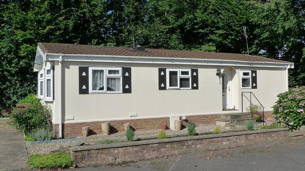 2 Bedrooms Park Home Mobile Home for sale in Three Arches Park, Redhill RH1