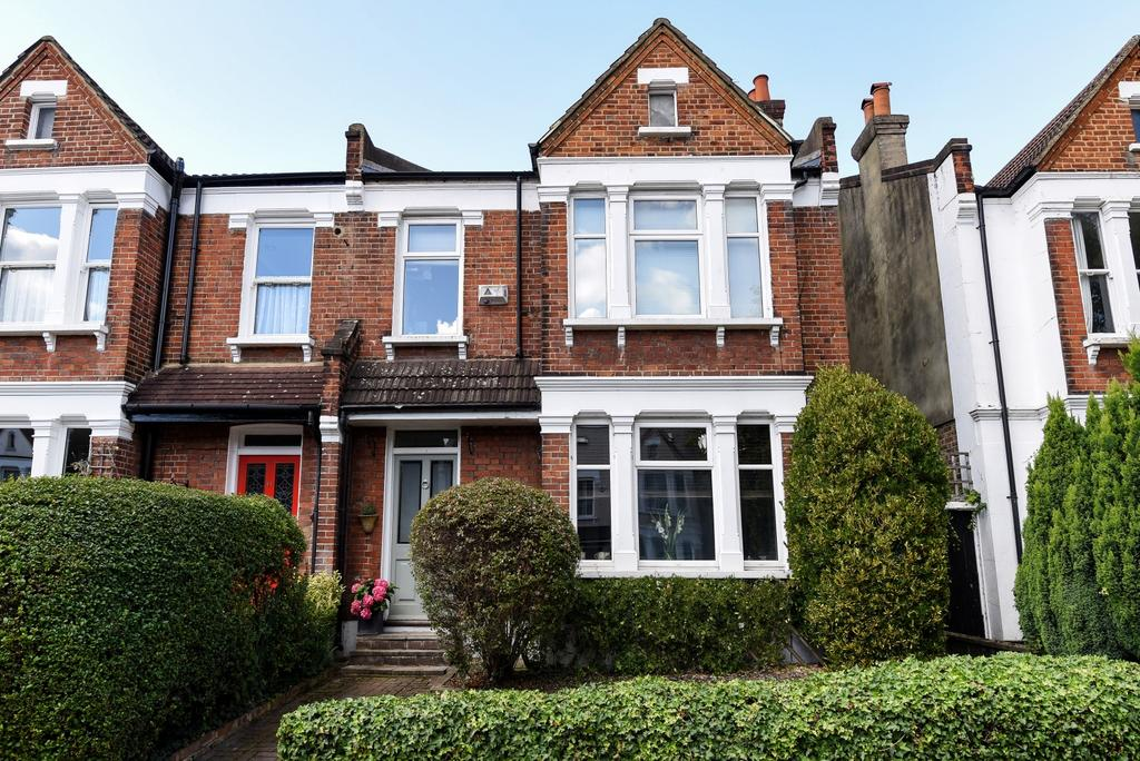 4 Bedrooms Semi Detached House for sale in Clock House Road Beckenham BR3