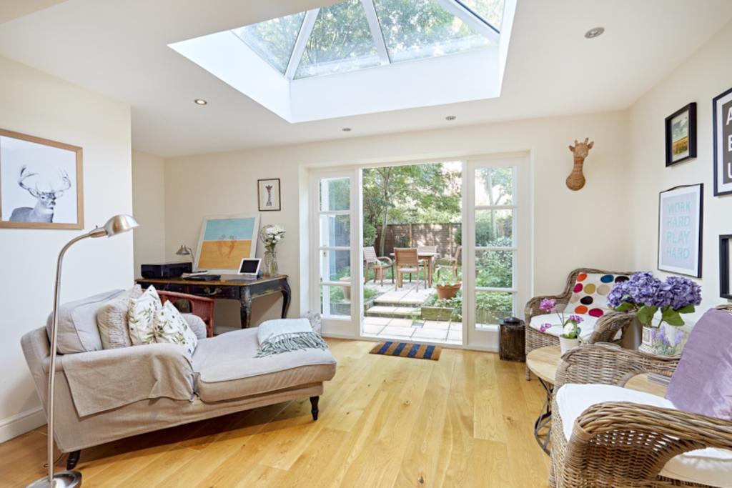 2 Bedrooms Flat for sale in Lime Grove, Shepherds Bush, London, W12