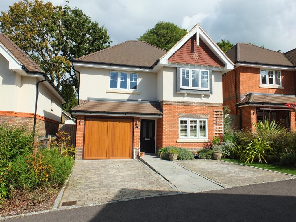 4 Bedrooms House for sale in Woodpecker Chase, Lindfield, RH16