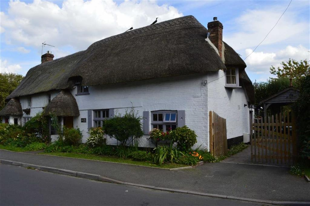 2 Bedrooms Cottage House for sale in High Street, Wimborne, Dorset
