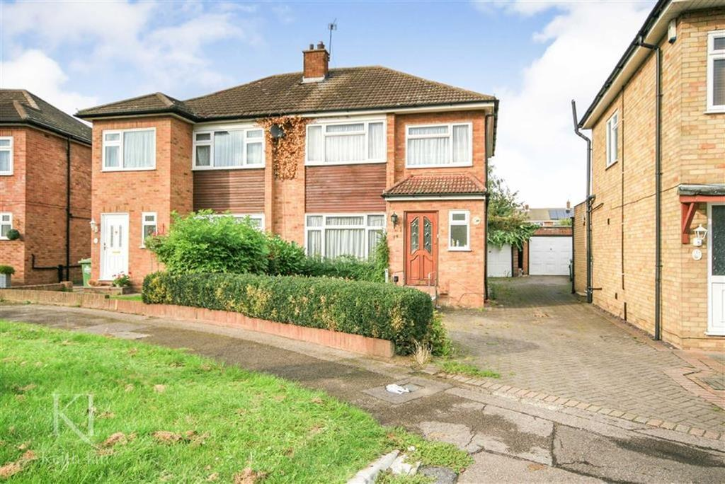 3 Bedrooms Semi Detached House for sale in Morland Way, Cheshunt