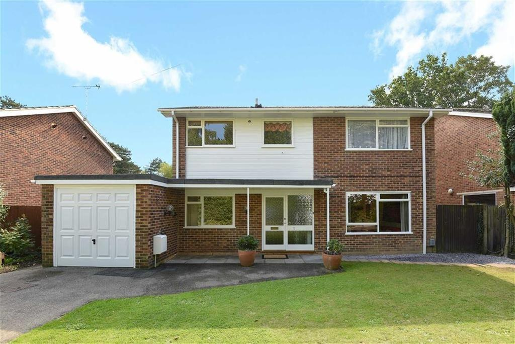 4 Bedrooms Detached House for sale in Clare Close, West Byfleet, Surrey, KT14