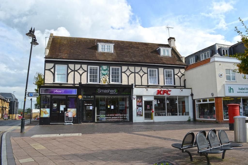 1 Bedroom Apartment Flat for sale in Brewery Court, Brewery Road, Hoddesdon EN11