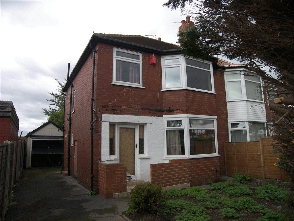 3 Bedrooms Semi Detached House for sale in Hawkhill Drive, Leeds