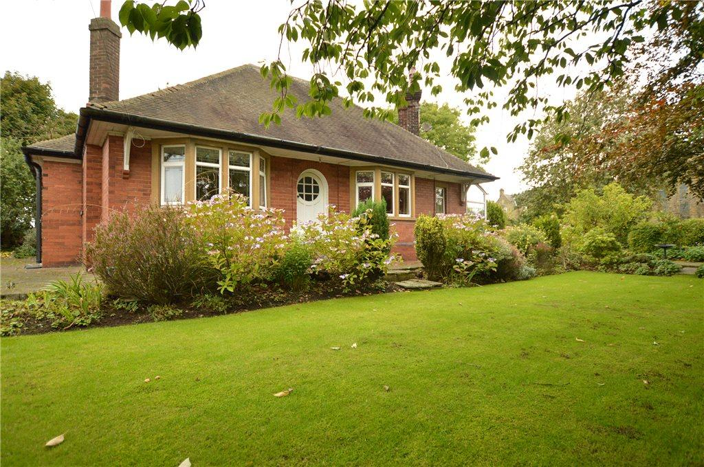 4 Bedrooms Detached Bungalow for sale in Bruntcliffe Road, Morley, Leeds