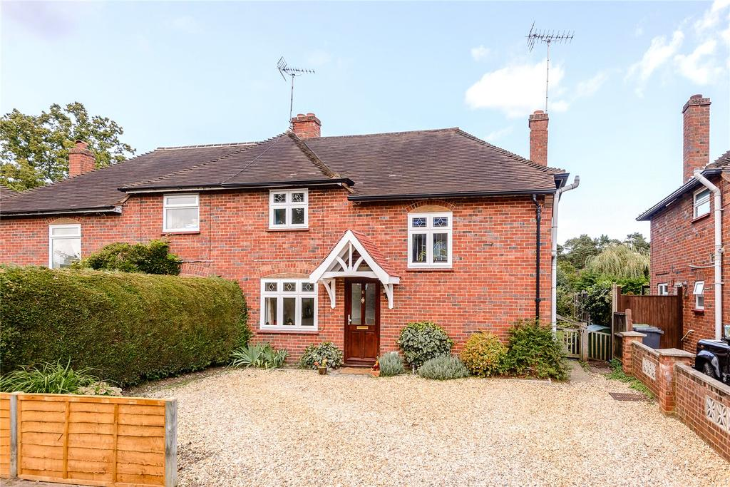 3 Bedrooms Semi Detached House for sale in Broadley Green, Windlesham, Surrey