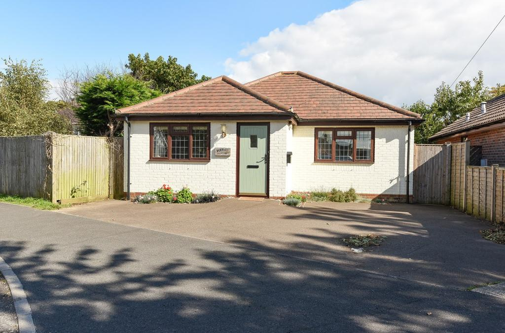 2 Bedrooms Detached Bungalow for sale in Summerfield Road, West Wittering, PO20