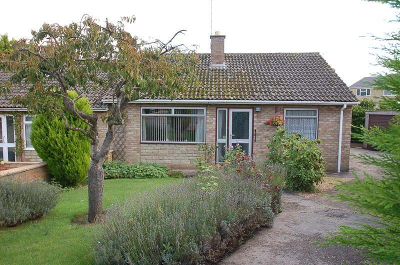 2 Bedrooms Bungalow for sale in Oundle, PE8