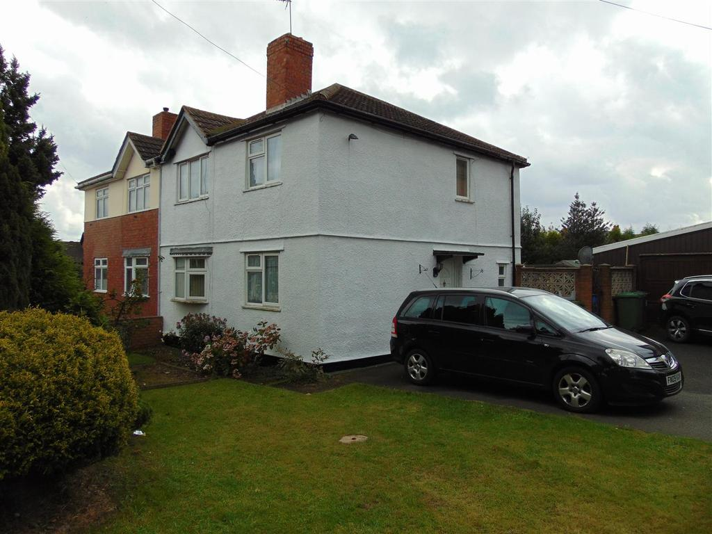 3 Bedrooms Semi Detached House for sale in Burton Avenue, Rushall