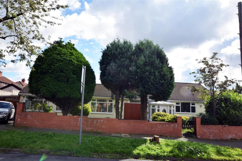 4 Bedrooms Detached Bungalow for sale in Tyndall Avenue, Moston, Manchester