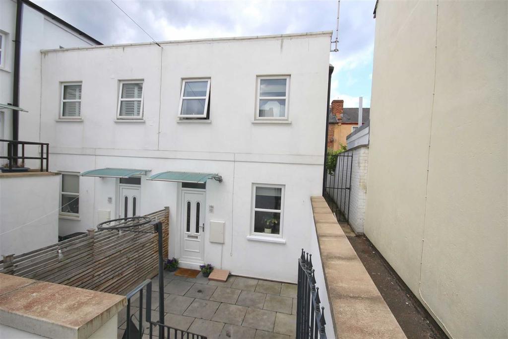 2 Bedrooms End Of Terrace House for sale in Market Street, Cheltenham, GL50