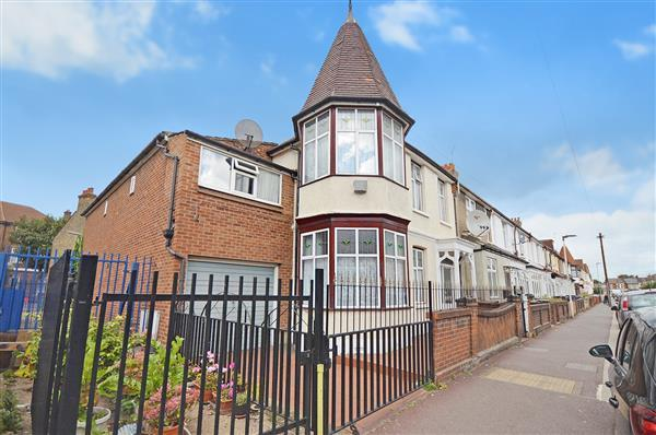 5 Bedrooms End Of Terrace House for sale in St. Erkanwald Road, Barking