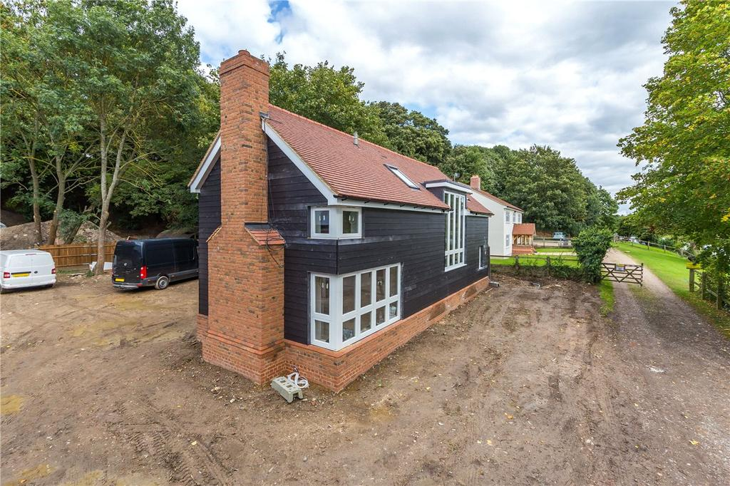 3 Bedrooms Detached House for sale in Ware Park, Ware, Hertfordshire