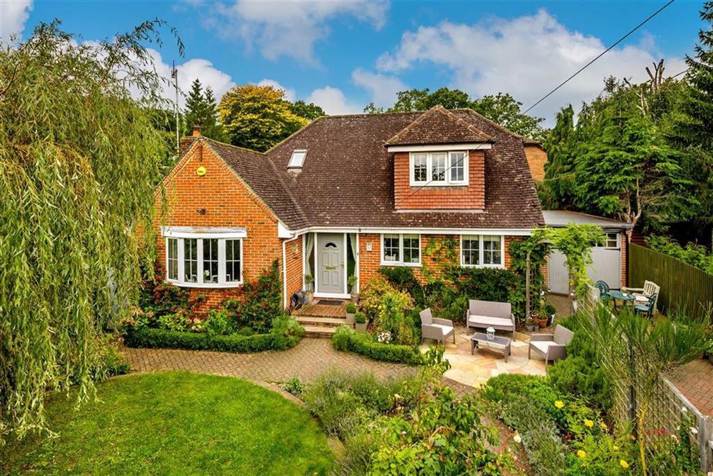 4 Bedrooms Detached House for sale in Lake Lane, Farnham