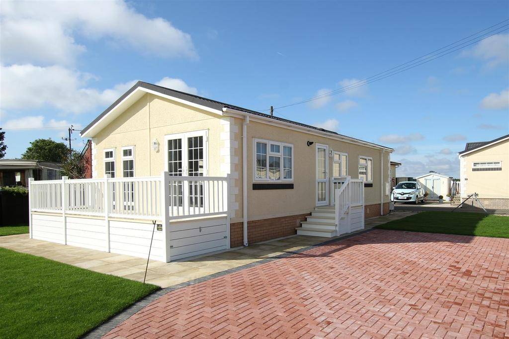 2 Bedrooms Park Home Mobile Home for sale in 2 The Willows, Maltby Le Marsh