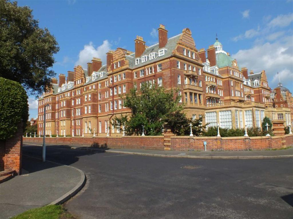3 Bedrooms Flat for sale in The Leas, Folkestone, Kent, CT20