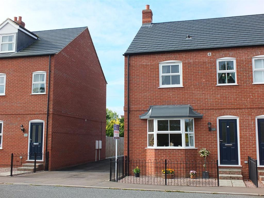 3 Bedrooms Semi Detached House for sale in London Road, Long Sutton