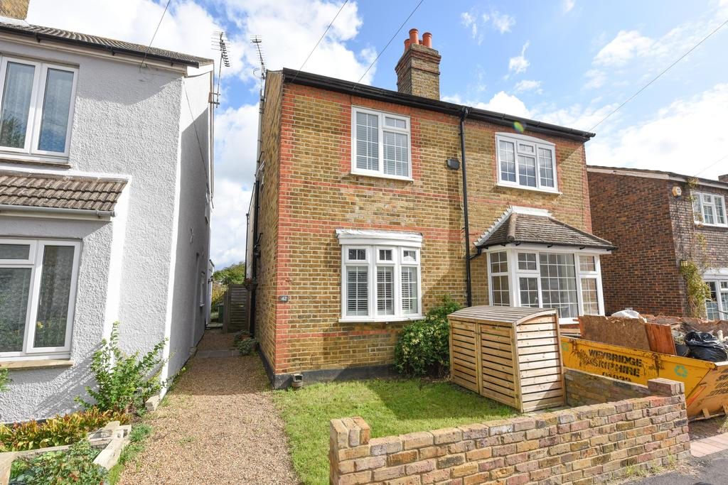 3 Bedrooms Semi Detached House for sale in Cambridge Road, WALTON ON THAMES KT12