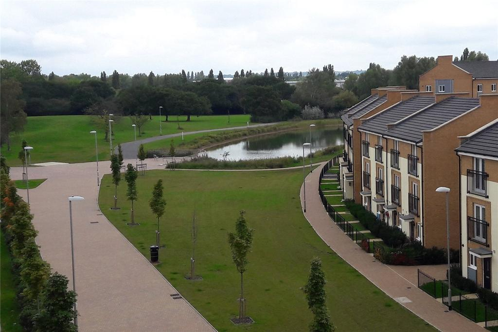 2 Bedrooms Apartment Flat for sale in Broadhurst Place, Basildon, Essex, SS14