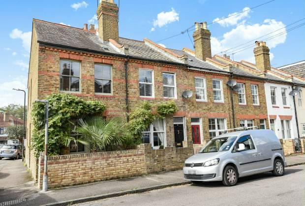 2 Bedrooms End Of Terrace House for sale in Bourne Avenue, Windsor