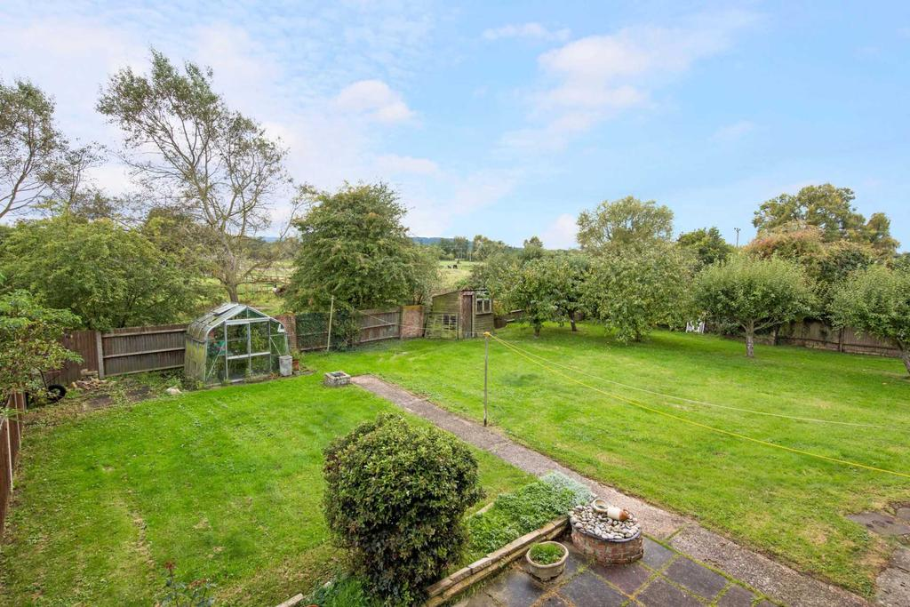 3 Bedrooms Semi Detached House for sale in Bromley, Long Marston