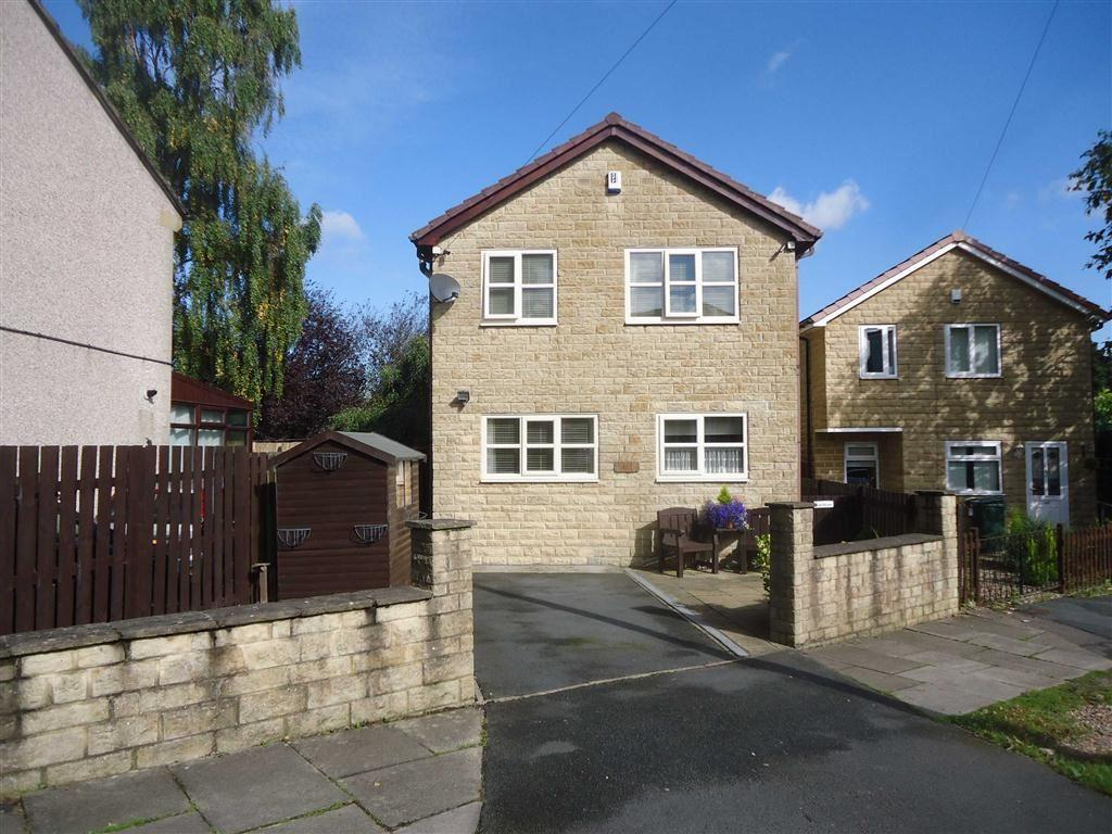3 Bedrooms Detached House for sale in Briarwood Drive, Bradford, West Yorkshire, BD6