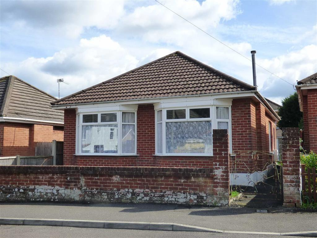 3 Bedrooms Bungalow for sale in Heather Road, Ensbury Park, Bournemouth, Dorset