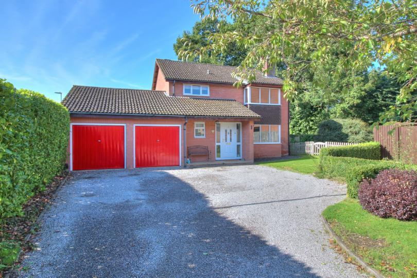 4 Bedrooms Detached House for sale in Lauriston Drive, North Millers Dale, Chandlers Ford