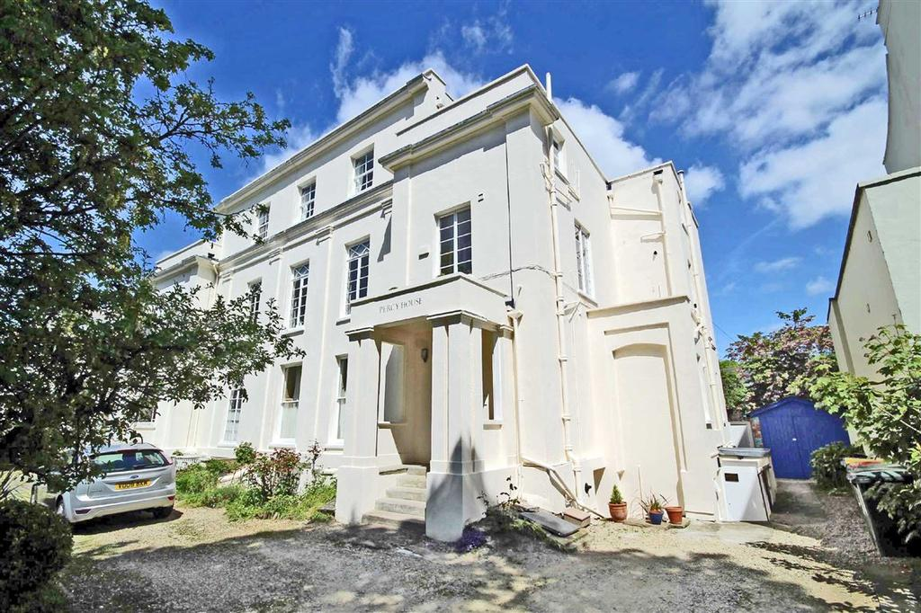 2 Bedrooms Flat for sale in Wellington Square, Pittville, Cheltenham, GL50