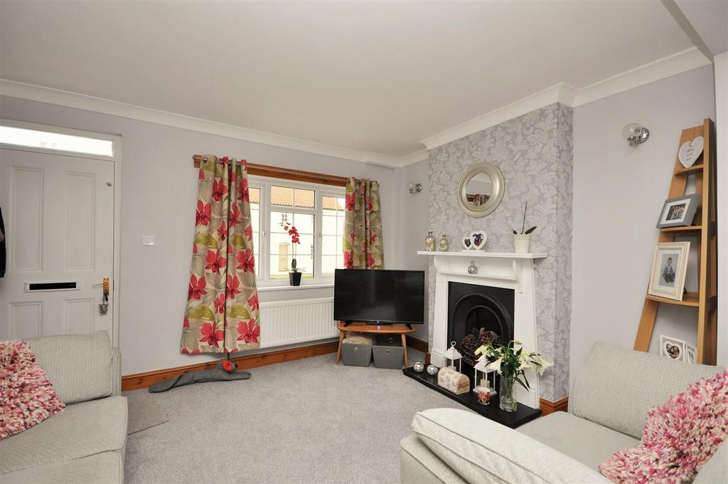 3 Bedrooms Town House for sale in Front Street, Acomb, York