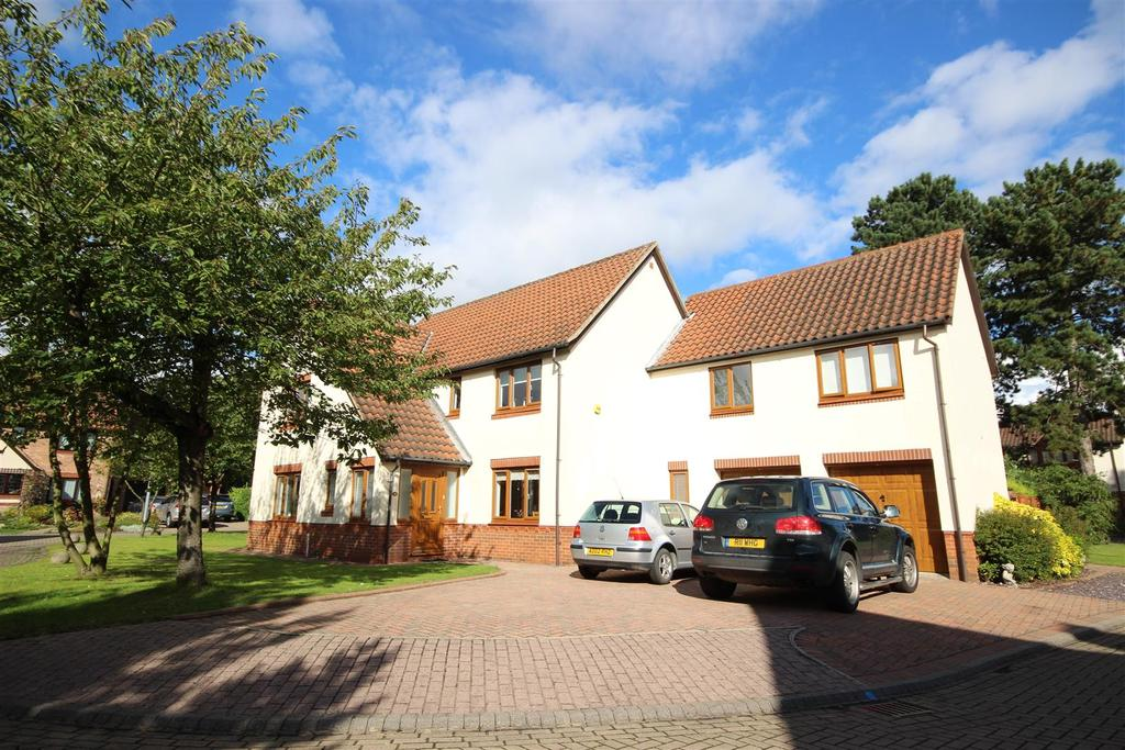 6 Bedrooms Detached House for sale in Chantreys Drive, Elloughton, Brough