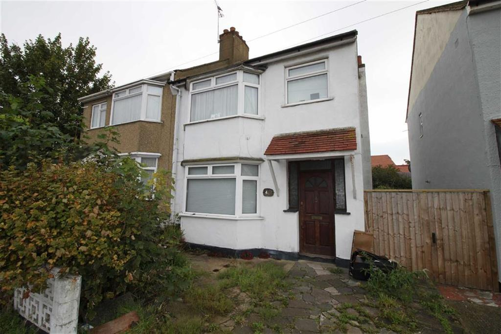 3 Bedrooms Semi Detached House for sale in Arnold Avenue, Southend On Sea, Essex