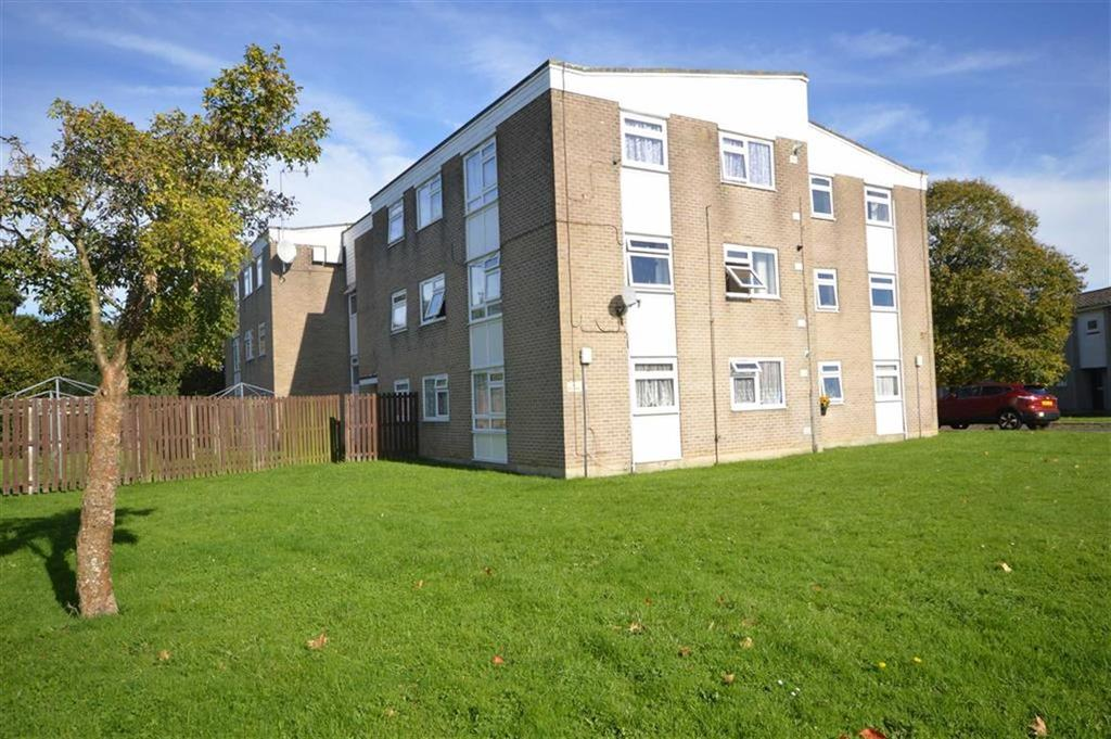 2 Bedrooms Flat for sale in Cornish Gardens, Bournemouth, Dorset, BH10