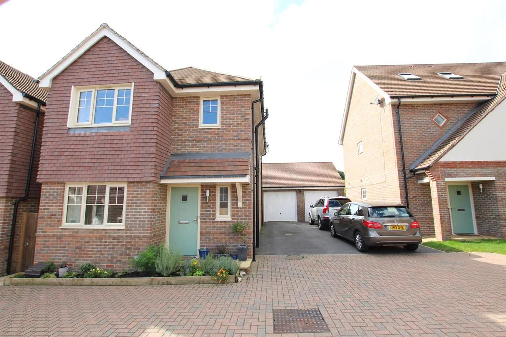 3 Bedrooms Detached House for sale in Knowle Hill, Eastleigh
