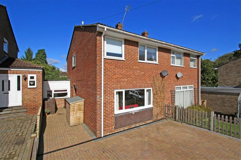 3 Bedrooms Semi Detached House for sale in Weylands Close, Liphook, Hampshire, GU30