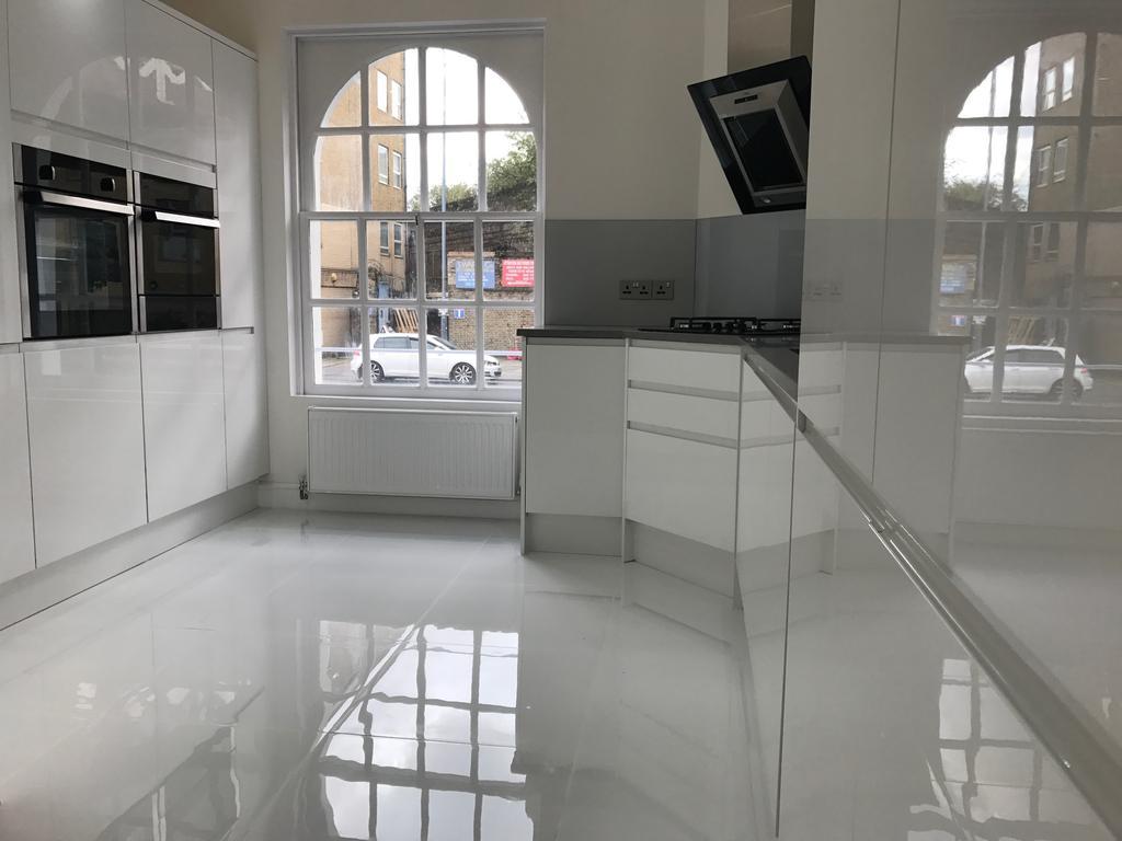 2 Bedrooms Maisonette Flat for sale in Commercial Road, London E14