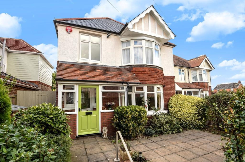 3 Bedrooms Detached House for sale in Whyke Road, Chichester, PO19