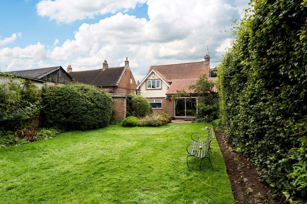 3 Bedrooms Detached House for sale in The Village, Stockton On Forest, York