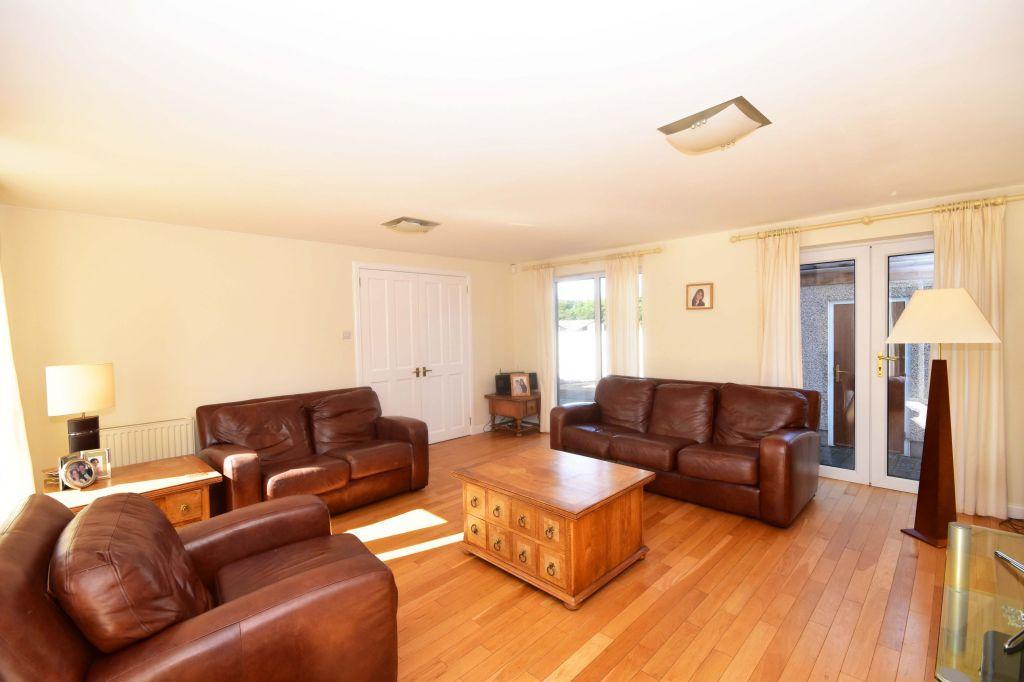 3 Bedrooms Semi Detached House for sale in 17 Buckstone Row, Edinburgh, EH10 6TW