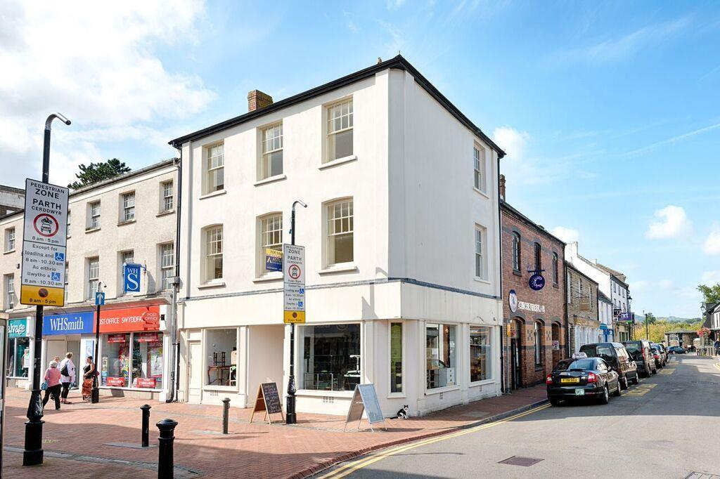 2 Bedrooms Apartment Flat for sale in Wind Street, Neath