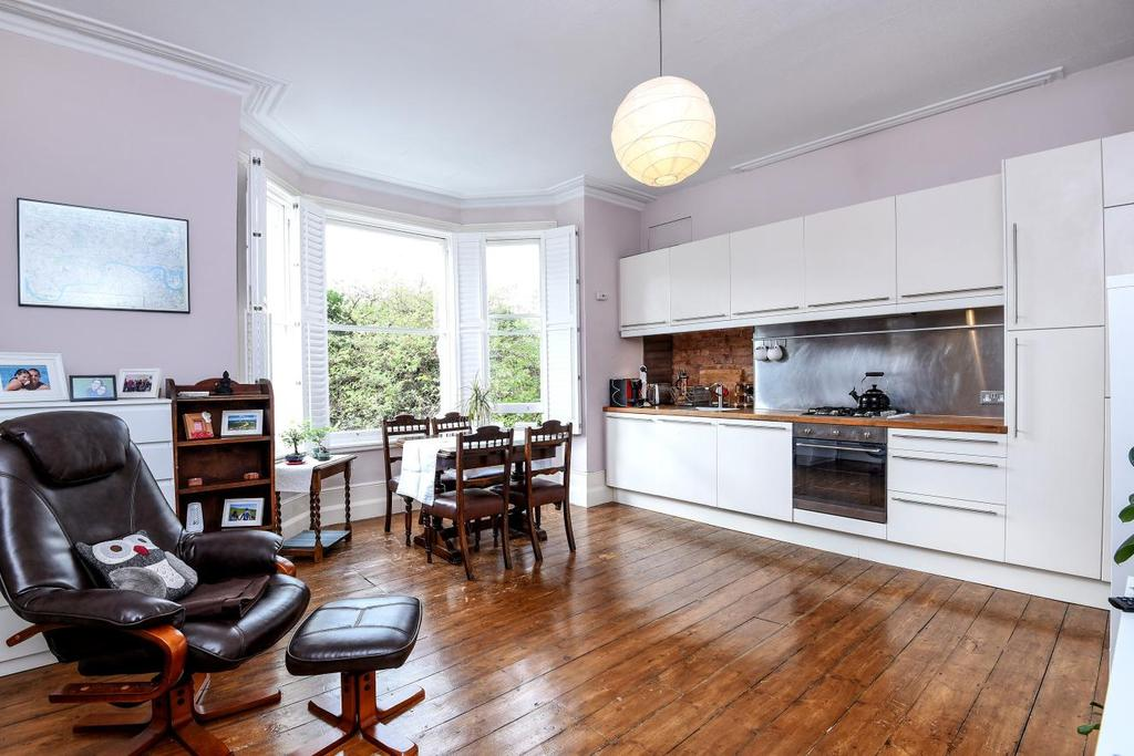 2 Bedrooms Flat for sale in Palmerston Road, Bowes Park