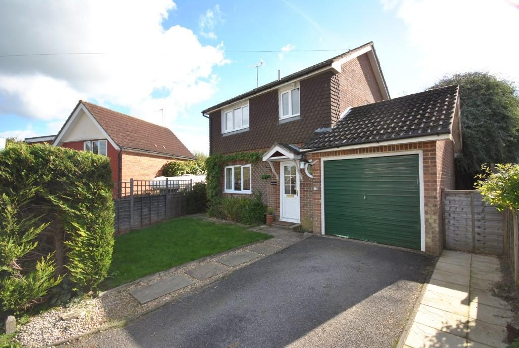 3 Bedrooms Detached House for sale in Park Close, Grayswood, Haslemere, GU27