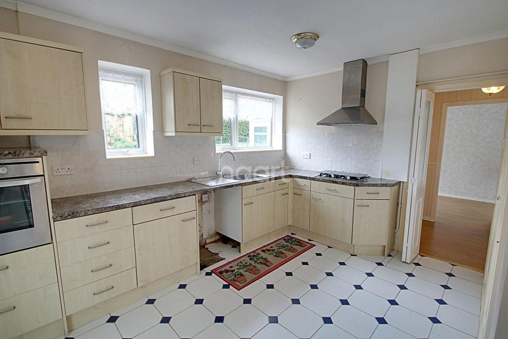2 Bedrooms Bungalow for sale in Cardinal Avenue, Borehamwood