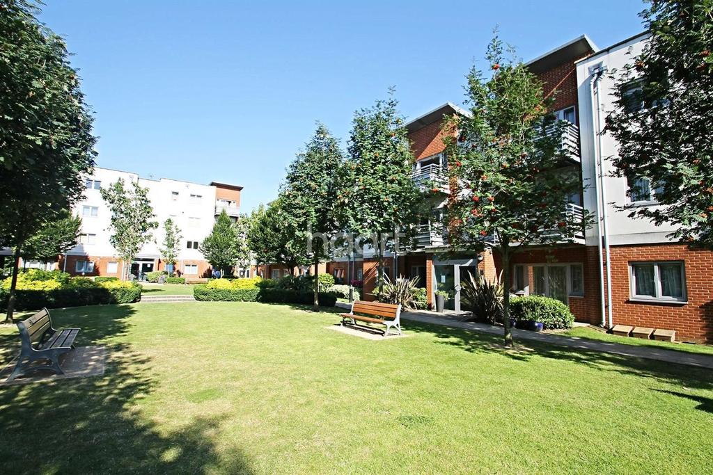 2 Bedrooms Flat for sale in Hawker Place, Walthamstow