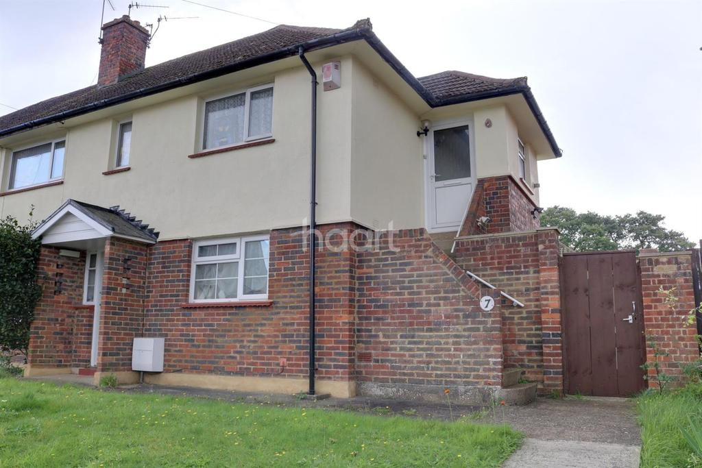 2 Bedrooms Maisonette Flat for sale in Smith Road, Lords Wood